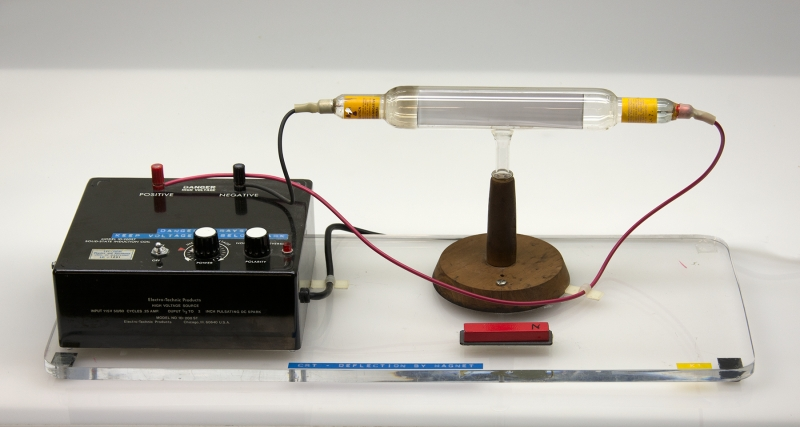 K1-12 CATHODE-RAY TUBE - DEFLECTION BY MAGNET