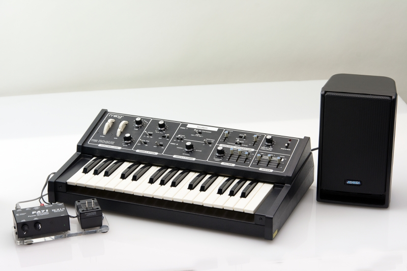 H4-53: MOOG ROGUE SYNTHESIZER