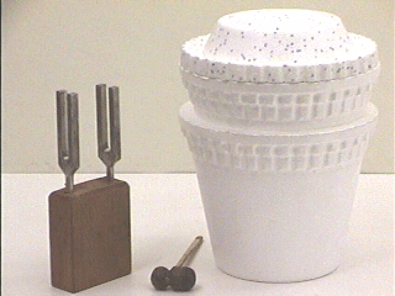 I1-52: TUNING FORK AT LIQUID NITROGEN TEMPERATURE